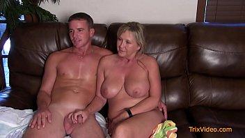 Порно интервью с зрелой мамой