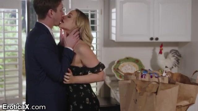 Грубый секс с молоденькой женой после работы